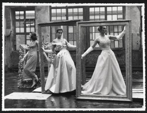 Рис. 5 Послевоенная фотосессия в мастерской Роберта Сиэля (1895-1983)