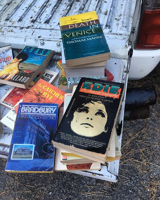 An *actual* tailgate party - with Books💥(beer comes later 🍺)Prepping for this Sunday's wonderful AND amazing @dtrartwalk event. This is just the *tip of the iceberg* as far as #Books we've been saving for this fantastic Downtown Redlands #art event #extravaganza 📚🍺✌🏼Join us and Redland's finest, Noon to 4 , 10/28. #redlands #artwalk #booksale #artists #tailgate #party ............... • • • • #california #design #vintage #toyota #truck  #mountains #style #inspiration #dowhatyoulove  #bibliophile  #books  #bookstagram  #lopioneerdesign  #beer #lover  #booklover  #bookgeek  #mountainfolk  #runningsprings  #bookseller  #ediesedgwick