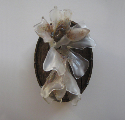 Evert Nijland.  Flowers 1 . Brooch. 2012. Image from  galleryloupe.com