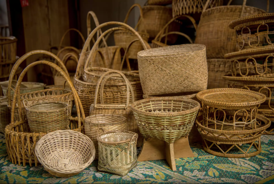 Weaved rattan baskets by   Laotian women. Photo by ©Thippakone Thammavongsa / WWF-Laos via  wwf.exposure.co
