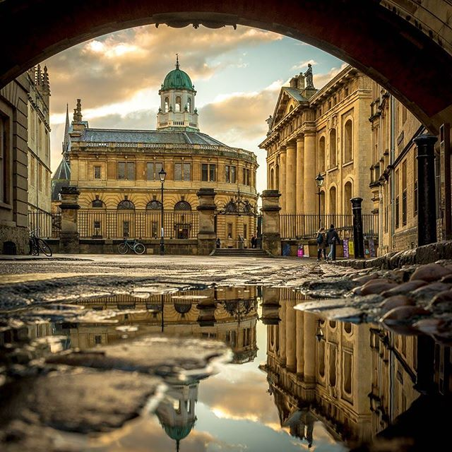 From beneath the Bridge of Sighs. #zeuxisphotography #sheldoniantheatre #oxford #bridgeofsighs #oxforduniversity #oxfordreflections #puddle #clarendonbuilding