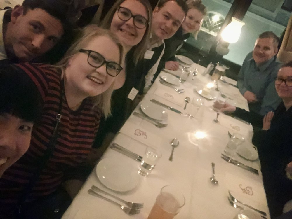 Hälsningar från (de flesta från) FNUF på UNR från lördagkvällens middag.