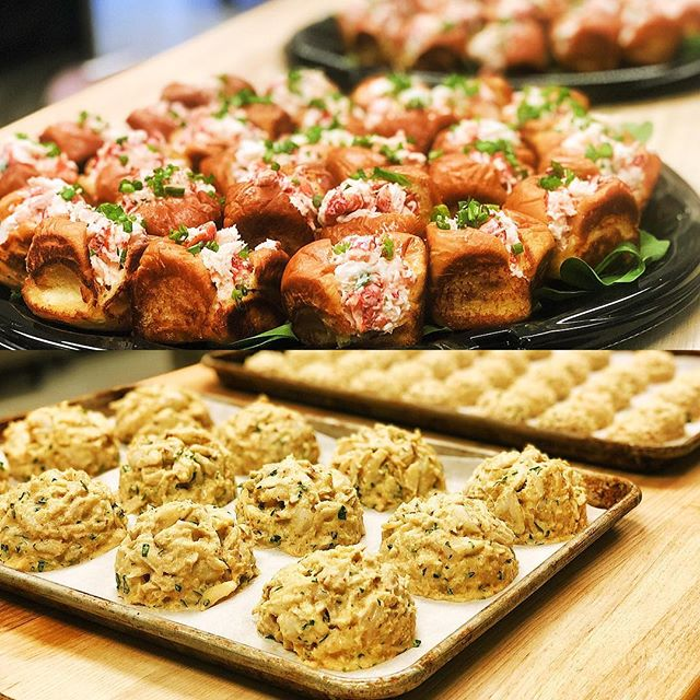 Seafood Saturday up here in the kitchen! Mini Lobstah rolls, jumbo lump crab cakes, and mini crab cakes. Just cause its winter doesn't mean you can't eat like its summer. Let us cater your next event with one of these and you won't be disappointed. #hooperscatering #cheflife #catering #annapolis #maryland #crabcakes #lobstah #lobster #crabcakesandfootball