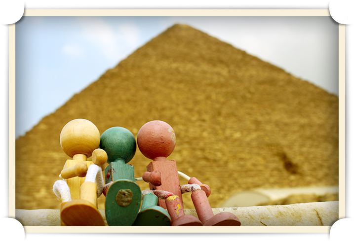 The Lumbersons visit the Pyramids of Giza - their first family vacation since Woody B.'s disappearance.