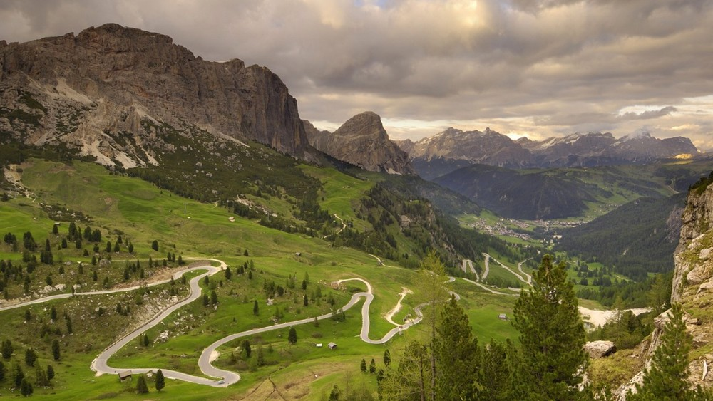 mountain-road-in-the-italian-alps-108231.jpg