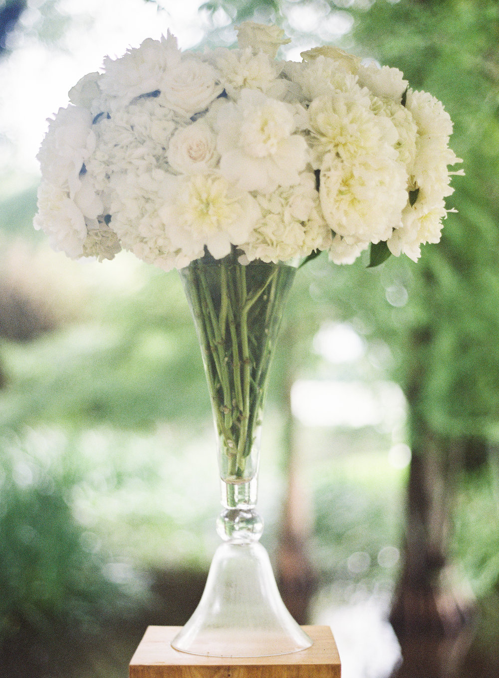Sapphire Events | Catherine Guidry Photography | Wedding Planning | New Orleans Wedding | Stella Plantation Wedding | Blue and White Wedding | Classic Rainy Day Wedding | Outdoor Wedding | Tent Wedding | Hunter Boots | Blue and White Wedding Details | tall white altar arrangement