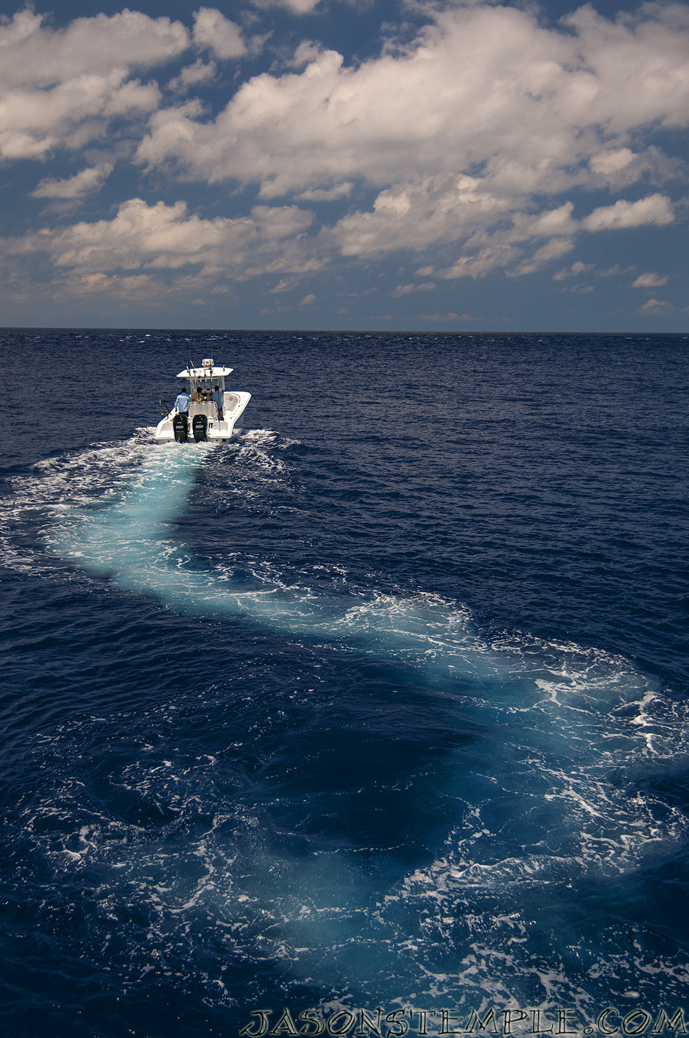 heading back to hawk's cay after a great day offshore. nikon d300s, 24mm, f/4.0, 1/2000 sec