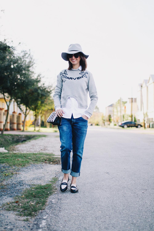 Sweatshirt and boyfriend jeans outift