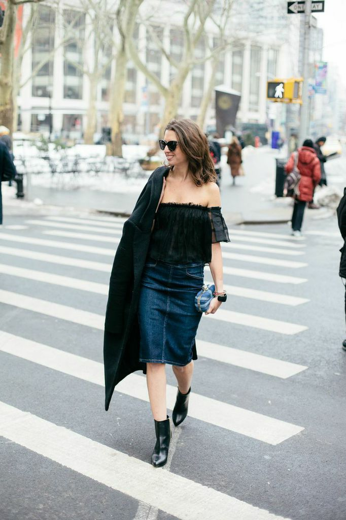 Pretty off the shoulder denim outfit for spring