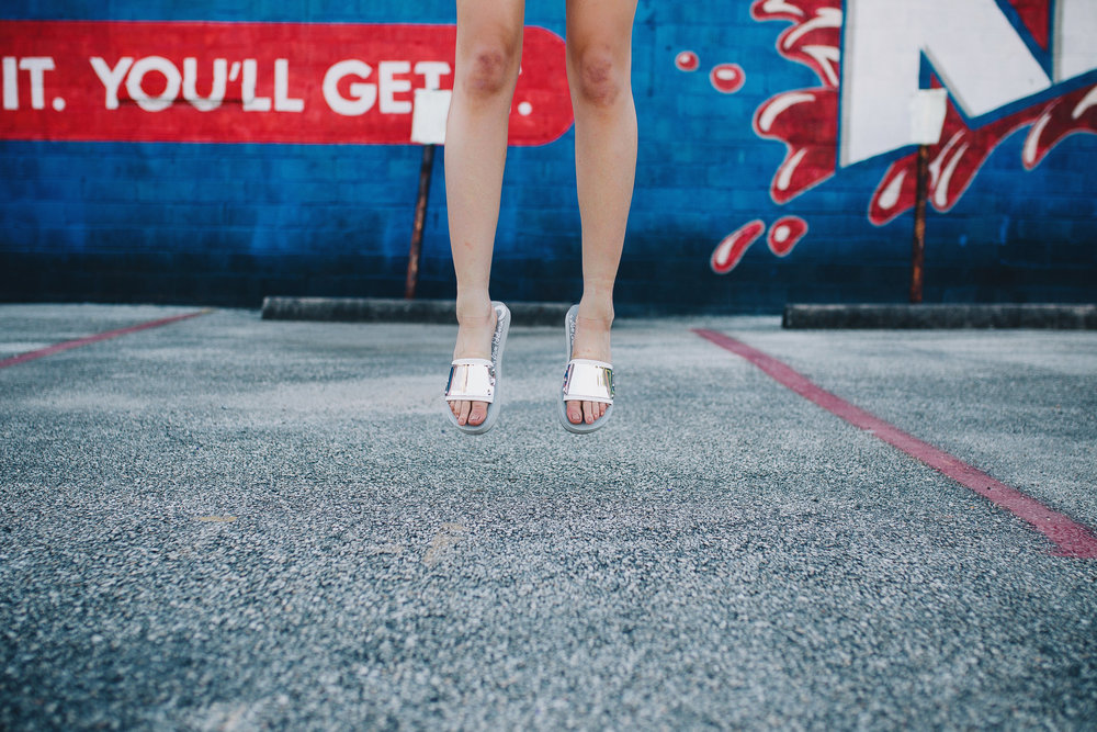 Circus by Sam Edelman white slides
