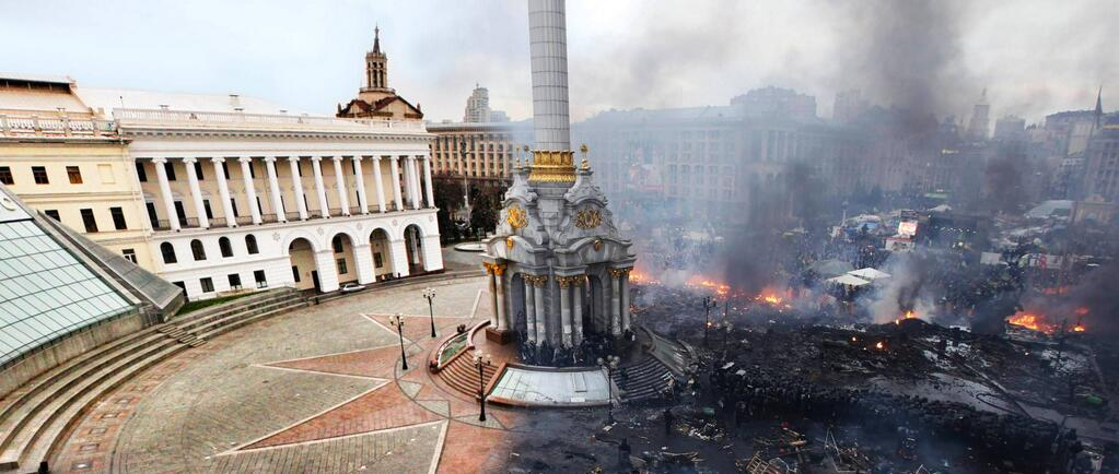 policymic :     Wild before and after shot of Kiev's Independence Square |  Reddit