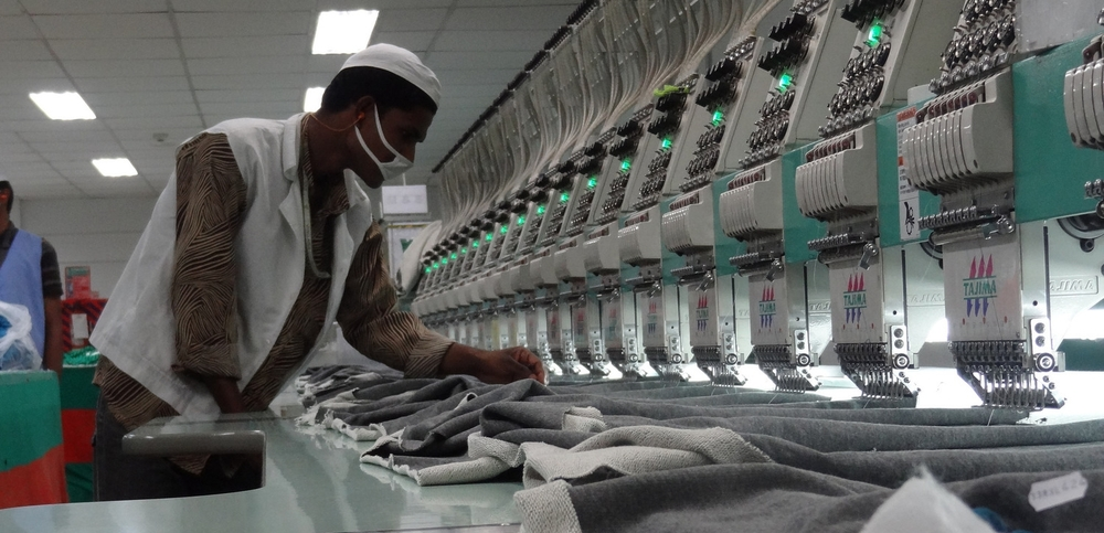 A worker at a top-tier, mechanized factory monitors digitized embroidery machines. Photo credit Nayantara Banerjee.