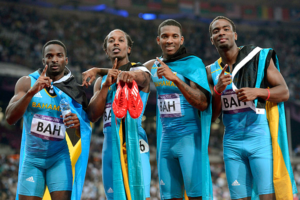 2012 Olympic's Bahamas Men's 4 x 400 Runners winning photo