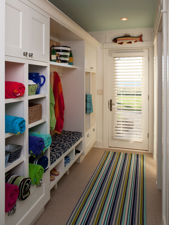 I can attest that this Dash and Albert rug is easy to clean.  I have the same one in my mudroom.