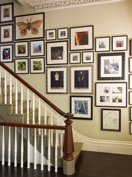 Traditional-Staircase-Picture-Idea-For-Hall-Or-Family-Room-Gallery