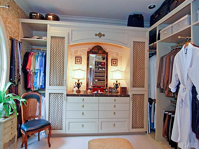 oberlin_cottage_master_closet