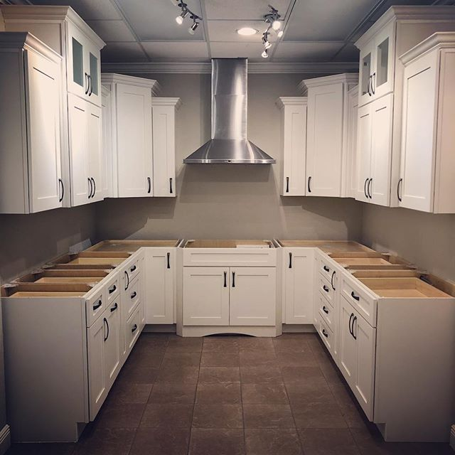 New kitchen vignette coming soon in our showroom. What kind of countertops would you pair with these white shaker cabinets? . . . #buildingexcellence #kitchencabintery #cabinetryexperts #centralflorida #thevillagesfl #showroommodel #designerschoice #designerschoicecabinetry