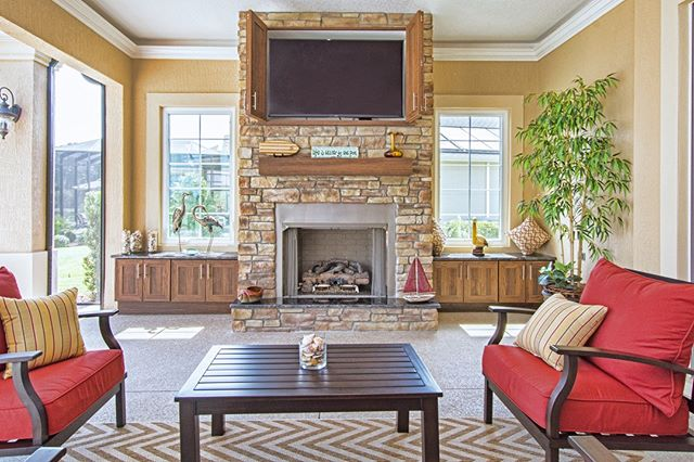 Now is the time to plan for the chillier fall months...🍃🍂🍁 #readyforfall #footballseason #outdoorliving #enjoytheoutdoors #outdoorcabinetry #fireplace #centralflorida #thevillages