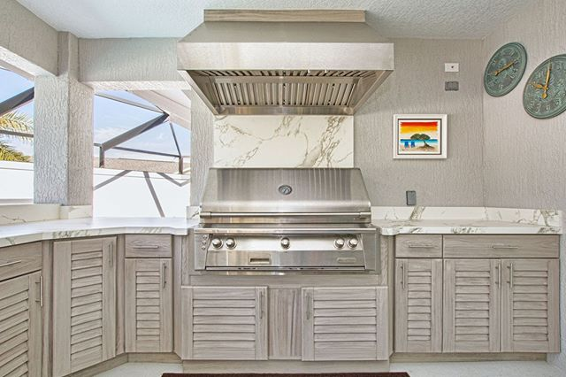 This white-hot summer kitchen could set July on fire! We hope you can get outdoors and enjoy the weekend (like this Central FL couple will certainly do ;) 😎 .  Details: Weatherproof Weathered-Gray ResinKast cabinets (made in-house), Alfresco Grill, Tradewinds hood, Dekton countertop in Aura // See more project photos on our FB page . .  @alfresco_grills @dektonbycosentino #summerkitchen #whitehotsummer #takethepartyoutside