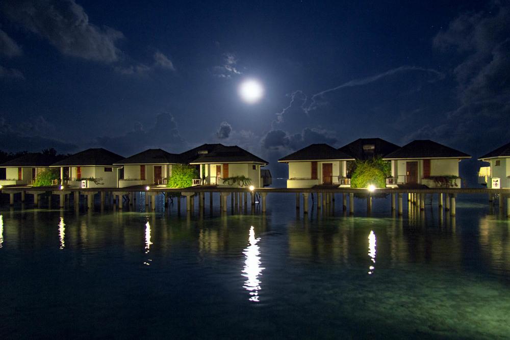 """Sun Island (Nalaguraidoo) -  Malediven   Sun Island Resort & Spa befindet sich auf der Insel Nalaguraidhoo an der Süd Ari Atoll und ist einer der größten Inseln der Malediven. Ein Ziel vieler Prominente und als Casting Location von """"Deutschland sucht den Superstar"""" bekannt."""