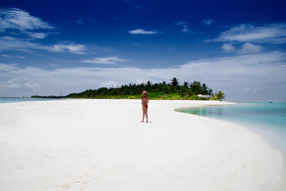 Holiday Island (Dhiffushi) -Malediven   Holiday Island Resort & Spa befindet sich auf der Inseln Dhiffushi an der Süd Ari Atoll. Eine atemberaubenden und malerischen Insel mit den exotischen tropischen Blumen, üppigen Garten Grün und atemberaubende Lagunen.