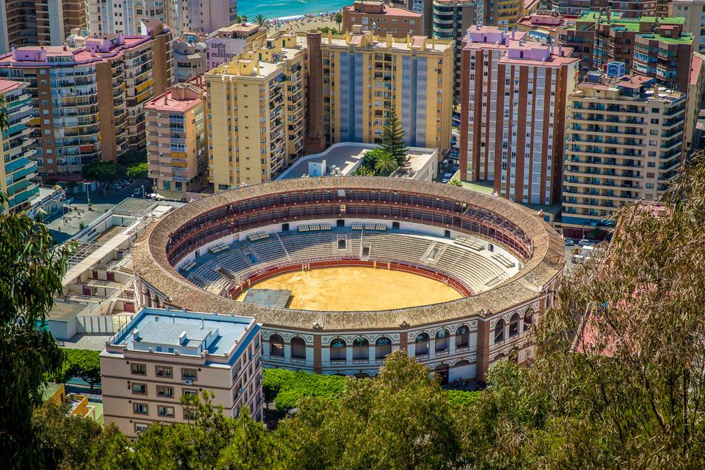 """Andalusien -Spanien   Andalusien ist die südlichste Region Spaniens und gilt als Wiege vieler spanischer Traditionen wie z.B. Stierkämpfe und Flamenco. Kilometerlange Strände und historische Sehenswürdigkeiten prägen das Gebiet. Die Region ist berühmt für ihre faszinierende Berglandschaften und den bekannten """"weißen Dörfern""""."""