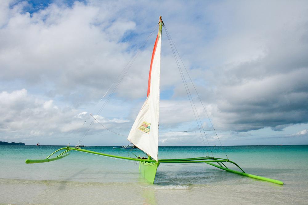 Boracay -Philippinen   Die Trauminsel Boracay ist ein tropisches Paradies, mit schneeweißem Puderzuckerstrand, türkiesfarbener Lagune mit kristallklarem sorgen für eine unverwechselbare Atmosphäre. Der White Beach ist einer der 10 schönsten Strände der Welt.