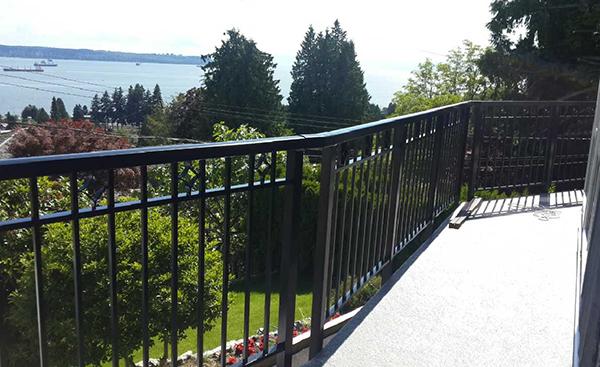 Diamond balcony railing