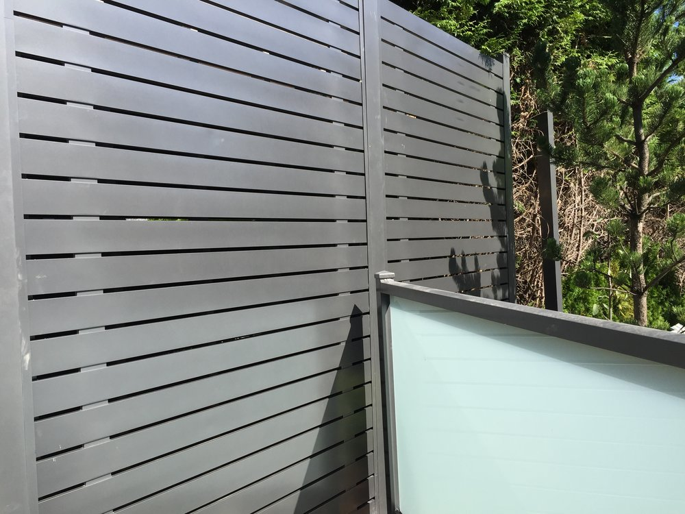 Semi privacy horizontal fence