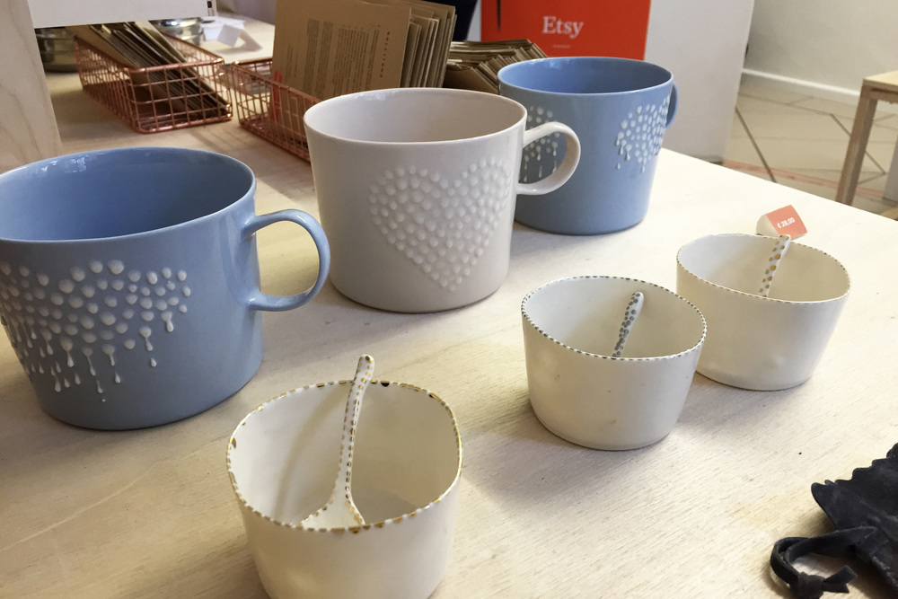 Saara's pieces of porcelain at Etsy Zuhause: the popular rainy cup and salt containers with golden and silver dots.