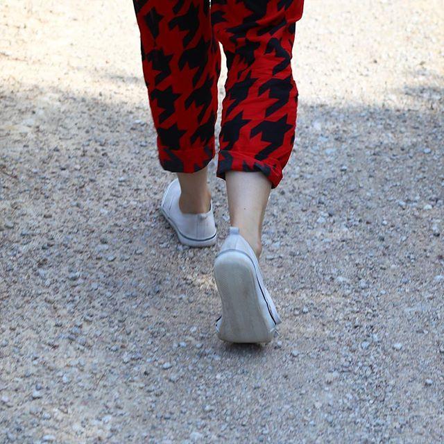Step by Step 📷 @glad.eye #extendingsummer #hikingmallorca #uphill #banyalbufar #houndstooth