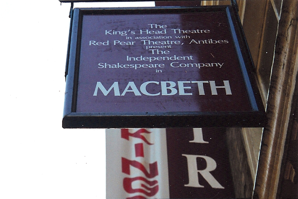 Macbeth in London, 2000.