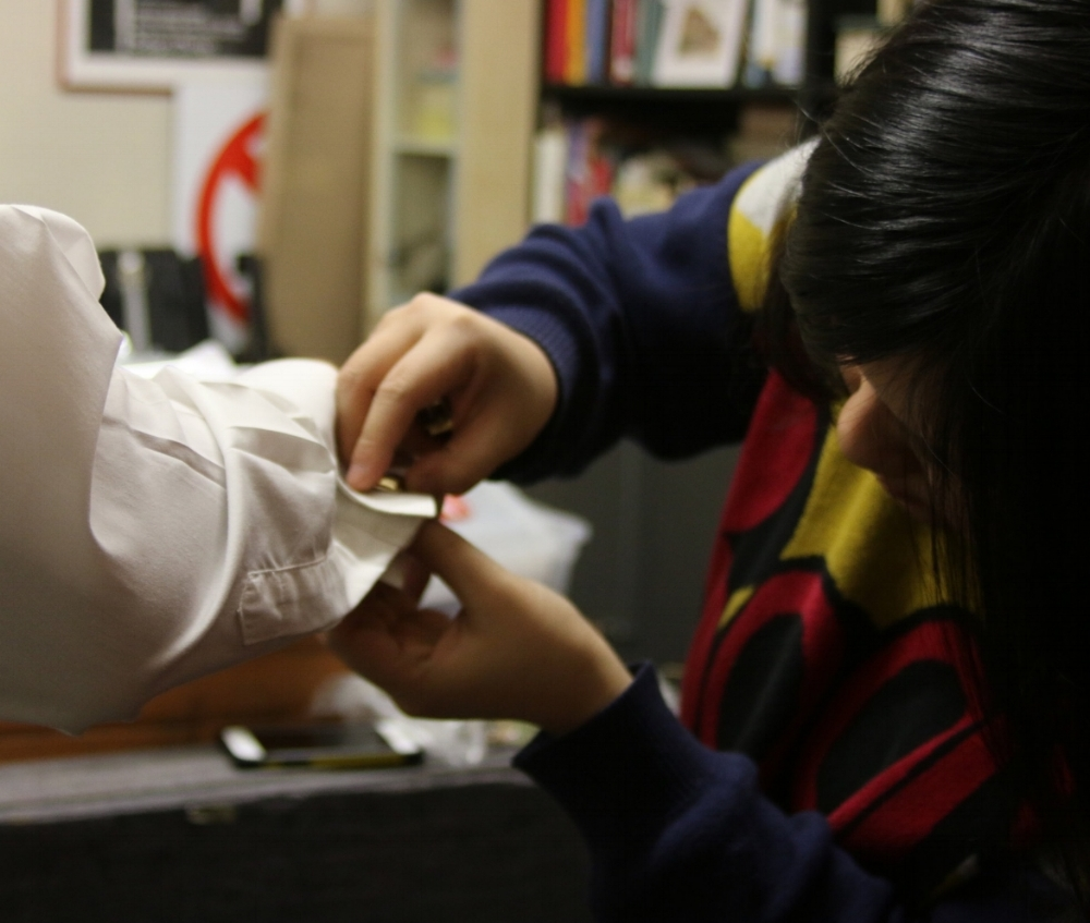 Ruoxuan Li checks the details