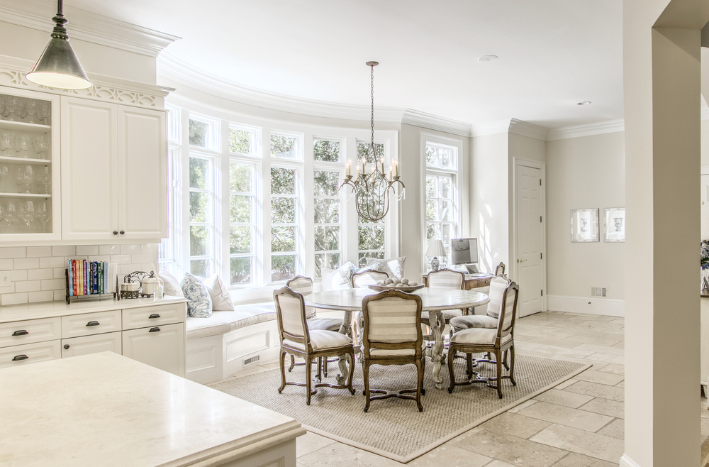 Breakfast room with bay window