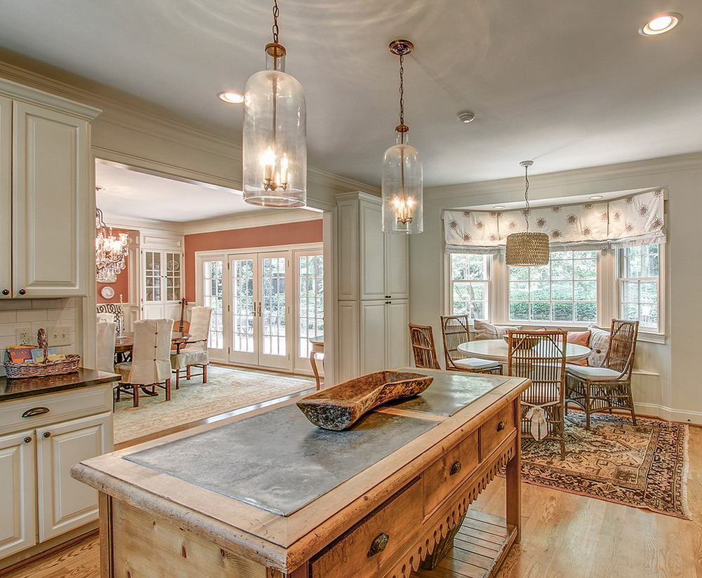 Kitchen to breakfast and dining rooms