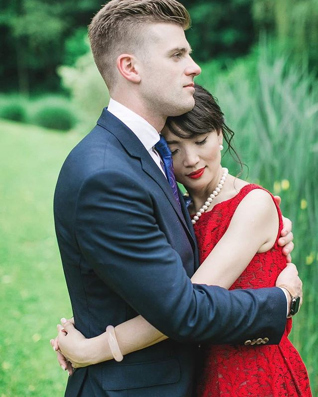 I love this classic red lip to compliment her red cocktail dress! {photo captured by @jimleevision} . . . #Wedding #Bride #Groom #TrueLove #HudsonValleyWeddings #ButtermilkFallsWedding #NYMakeupArtist #WeddingMakeup #SummerWedding #BridalBeauty #BridalMakeup #JaimeFanelliMakeup