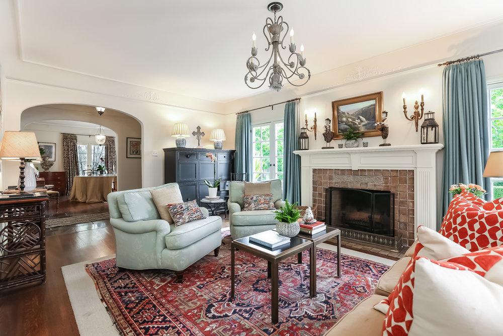 Living Room-5846792.jpg