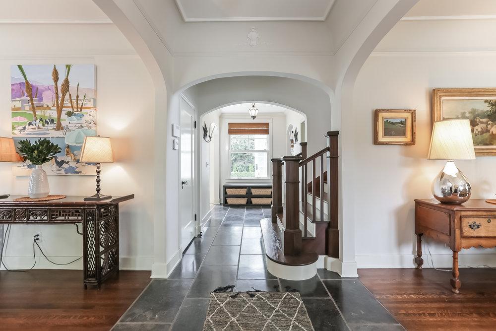 Foyer-5846822.jpg