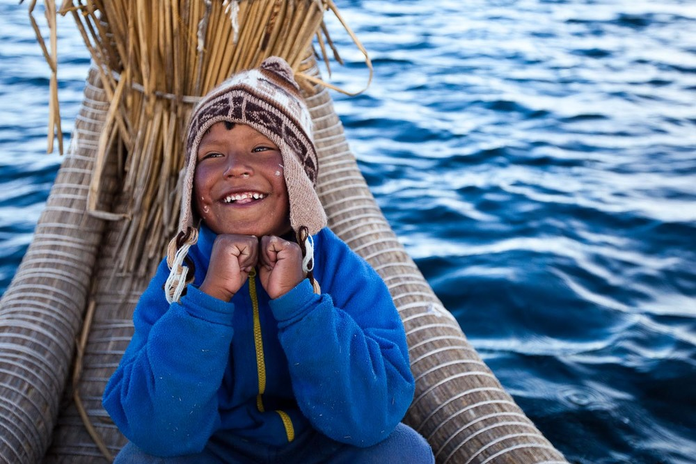 the Uru people, or the Qhas Qut suñi (Sons of the Sun), have lived on floating islands made out of totora reeds for over 500 years: Lake Titicaca, Perú