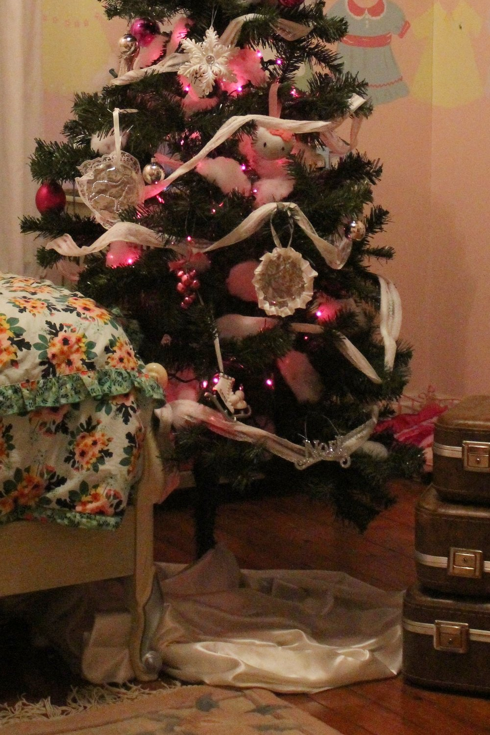 How to create a girl's pink dream tree this Christmas.