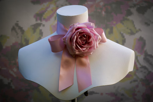 6379c5442ca Fresh floral fashion tutorial  Gucci inspired rose choker — CLEA BROAD