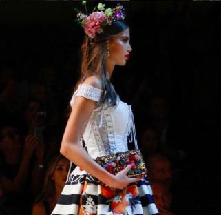 Sara Witt / Dolce & Gabbana SS17 Milan Catwalk