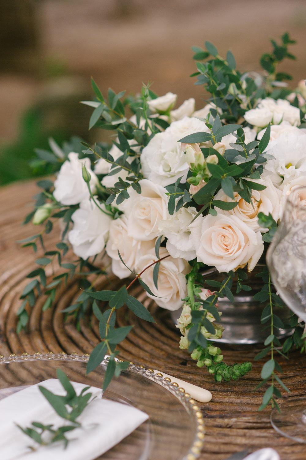 White Wedding Centrepiece - Mexico - www.theeventeur.com