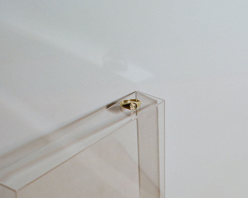 j.hannah-jewelry-demi-signet