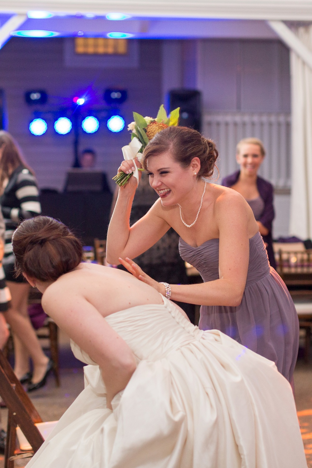bridesmaid-bouquet-toss