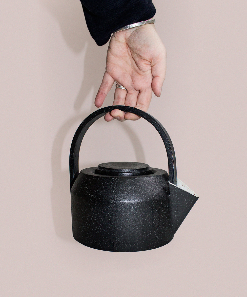 teapot_black.jpg