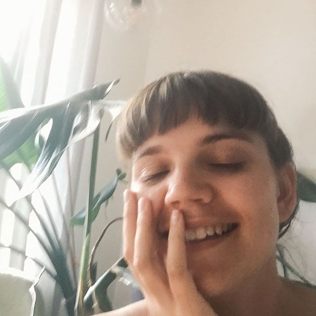 Awww you GUIYZZZZ. Just when I was feeling down you got me all loved up and touching my face softly while sitting in front of a house plant... Thanks to everyone who filled out the Starving Artist survey (@starvingartistpod), all more than 300 of you!!! And thanks especially for all the ppl who answered the secret fifth question, you're the reason I'm in the state of monstera-flanked self-like. Thank you! For anyone who wants to fill it out (it's v short) head to the link in bio so I can MAKE YOU WHAT YOU WANT TO HEAR! And for anyone who's in Melbourne and wants to let off steam tonight, I'm performing in a friend's immersive theatre show. It's a dance party through time where we follow Grimes and Elon Musk while they try to save the word. It's gonna be weird and good. I'll be playing a Musk minion from 2039, a nerdy photography student from 1984, and an arrogant journo who's fallen from grace from 1969. All at 24 Moons in Northcote. Hope to it as it's nearly sold out!