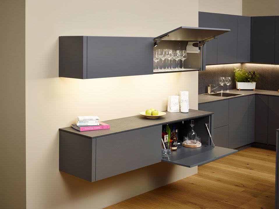 - Барный шкафc подсветкой и системой Tip-On.