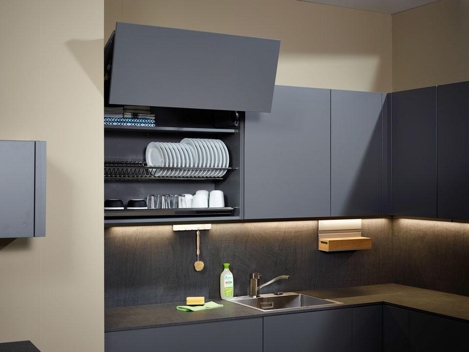 - Система хранения посуды позволяет хранить вымытую посуду сразу же. Избыточная вода собирается в поддон который легко мыть.