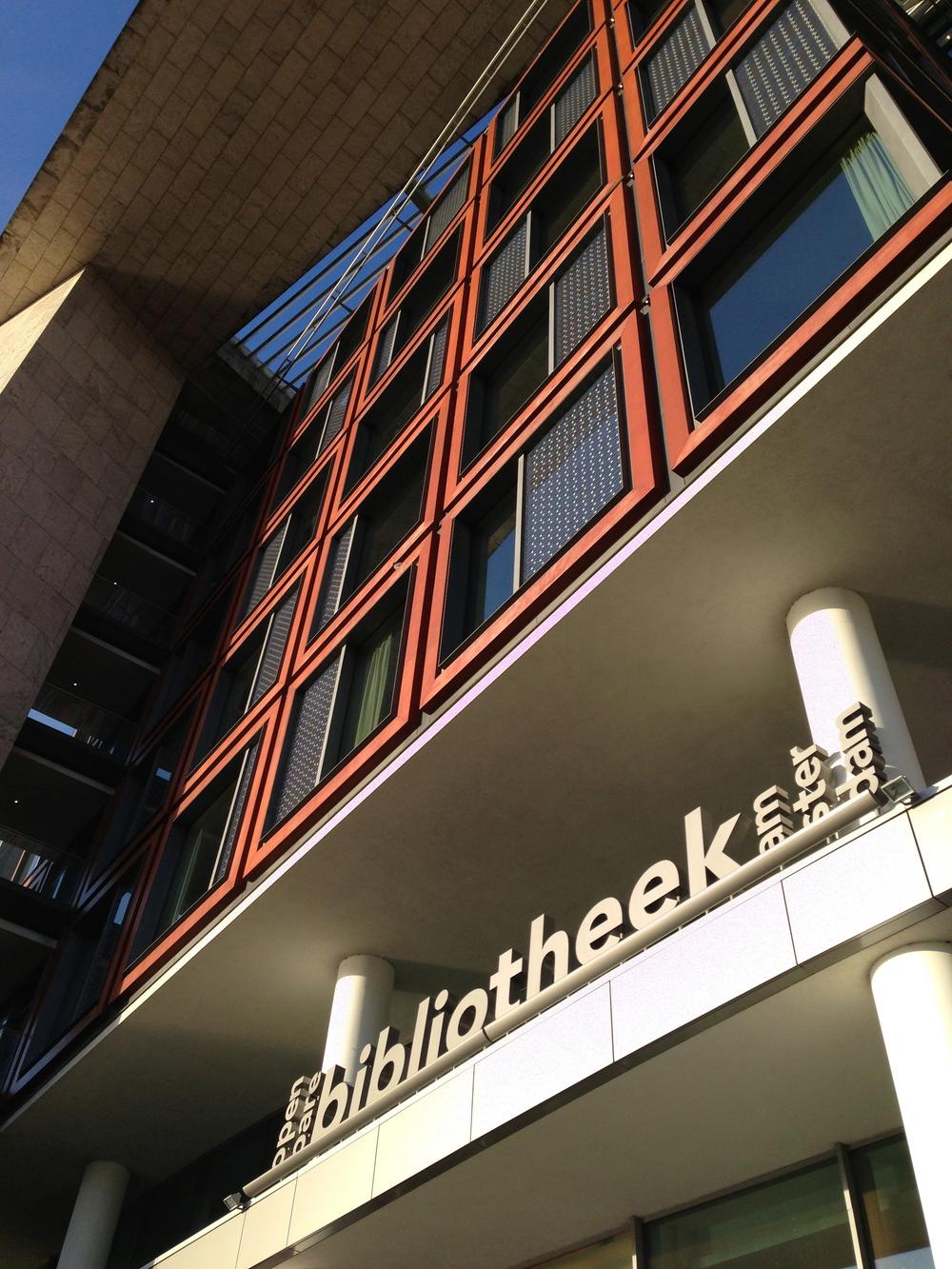 L'entrée de la bibliothèque centrale d'Amsterdam
